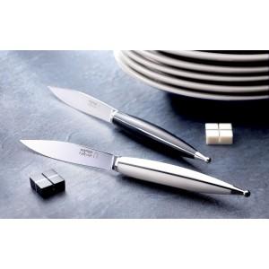Couteaux de table, manche en dica noir et corian blanc
